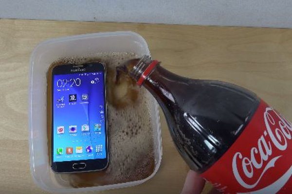 把SamsungGalaxyS6泡在可樂裡,會發生什麼事?