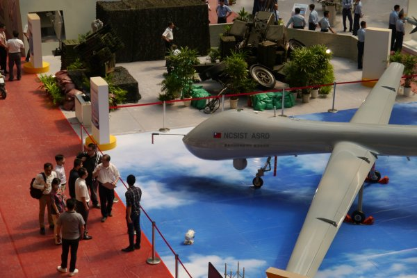 來看雷虎小組飛行特技!空軍新竹基地21日開放營區