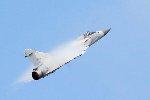 進口機「尬」國產機》空軍年度壓軸營區開放 幻象2000、F-16空中秀