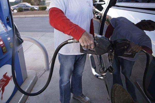 全球財經掃描:國際油價飆漲,大宗商品齊揚,美元指數續承壓
