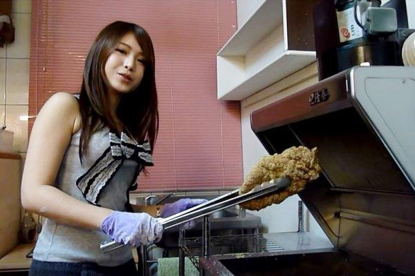 台灣每秒就有3個人在吃雞排!盤點6家公認最邪惡在地美味,咬一口就停不下來