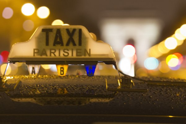 黑色星期二》法國計程車司機大罷工 巴黎交通停擺