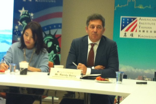 美國務院同志及跨性別人權特使訪台 肯定台灣性別觀念進步