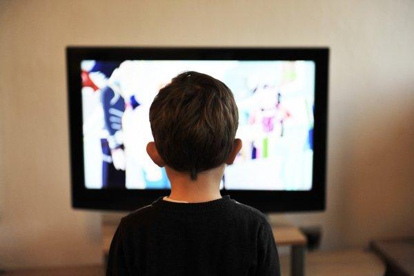 【胡展誥專欄】為什麼小孩一回家就躲回房間?專業心理師:有些話別在客廳說…