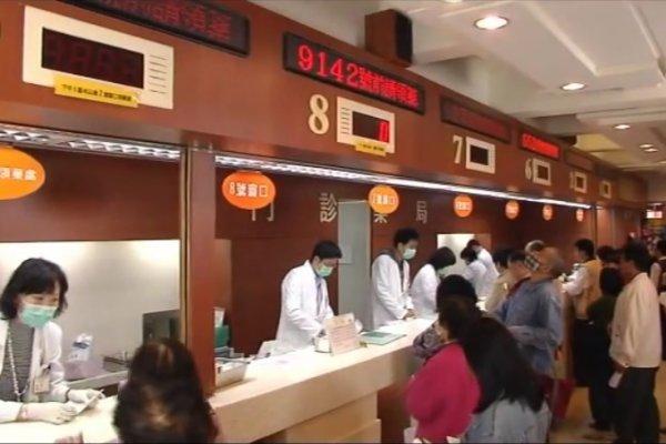 你一年用幾次健保卡?台灣人看病方便又便宜,反而是隱形健康殺手...