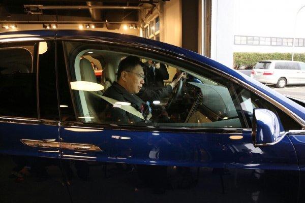 柯文哲首次體驗自動駕駛  直呼「美帝太強大」