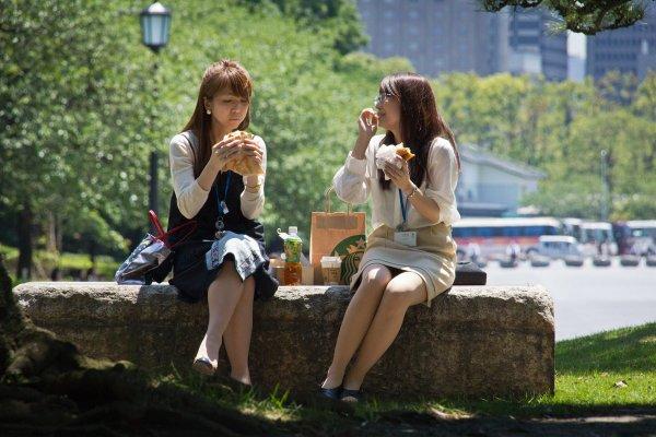 捨棄年薪百萬逐夢,薪水卻比超商打工還少…台灣有多少年輕人領22k又存不到錢?