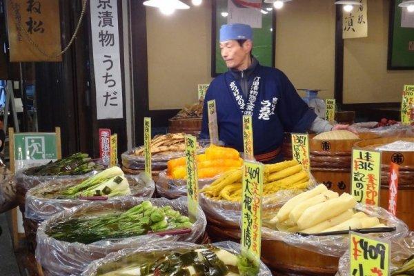 錦市場和台灣菜市場有什麼不同?在「京都人的廚房」看見日本人的原則!