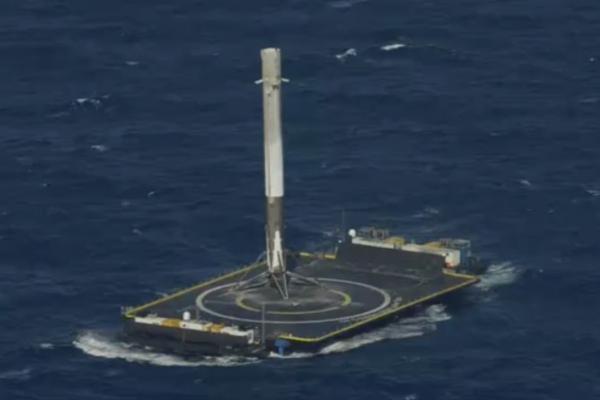 SpaceX獵鷹9號火箭首度海上成功回收 平價太空旅行不是夢!