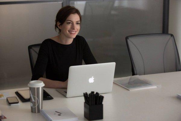 憑什麼叫女人幫忙倒咖啡?美國女秘書怒吼:我們不想再當「辦公室妻子」!