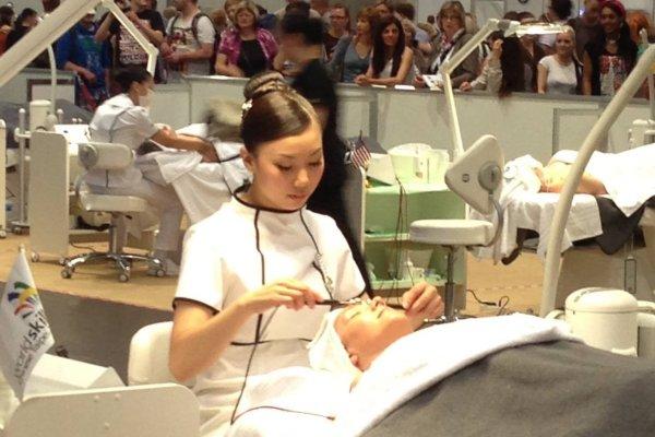 技術滿分卻因為英文不好沒當上選手,她補習苦讀拿回台灣第1面美容職類金牌