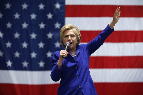 希拉蕊跨越門檻 成為美國歷史上第一位代表主要政黨的女性總統候選人