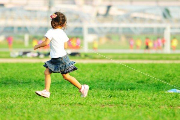 讀者投書:暑假期間,小孩成天玩手機、網路怎麼辦?父母們一起來大作戰吧!