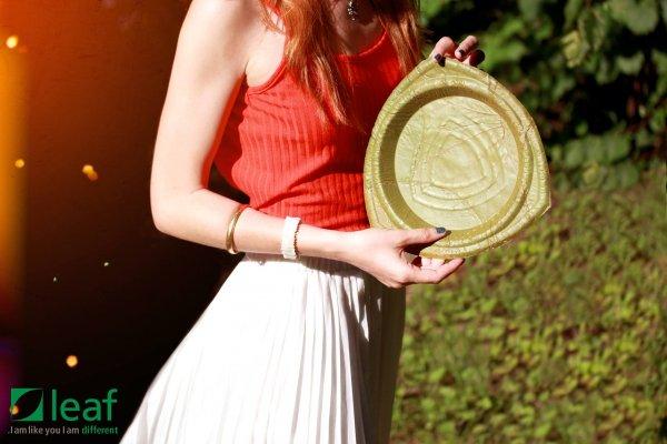 塑膠碗盤要2千年才會分解,德國人用葉子縫成免洗餐具,28天就能回歸大自然!