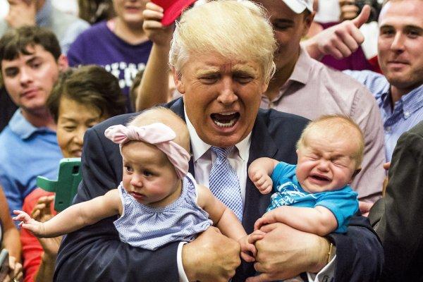 川普「黑暗靈魂」發威 羞辱殉國軍官家人 飆罵消防人員 還嚇哭小寶寶