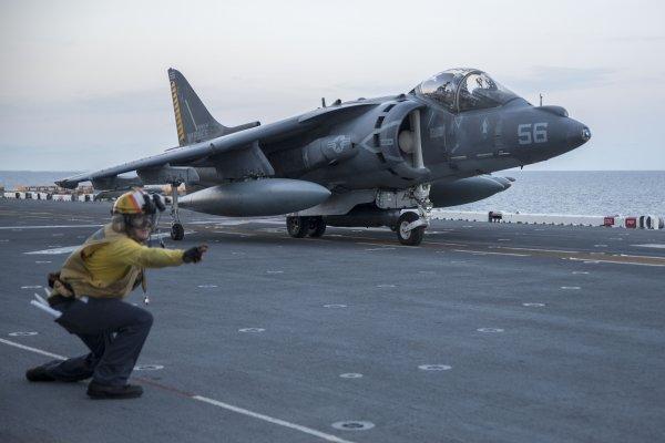 擴大打擊伊斯蘭國 美軍AV-8獵鷹II式攻擊機空襲利比亞據點