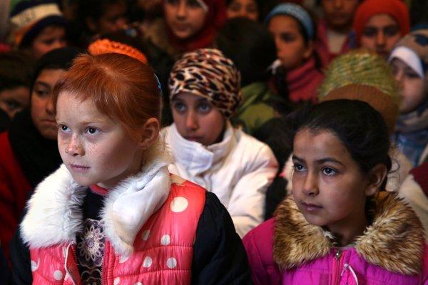 敘利亞內戰》難民孤兒在戰火中的僅有依靠 彷彿防空壕的阿勒坡地下孤兒院