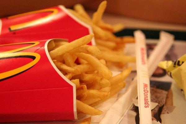30年前的麥當勞菜單原來長這樣!一張照片掀起網友童年回憶,直呼這餐點完全沒漲