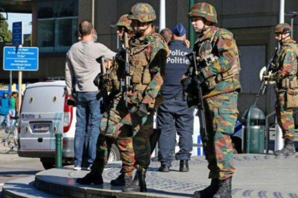 布魯塞爾疑似發生恐怖攻擊 男子持刀砍傷便衣警察