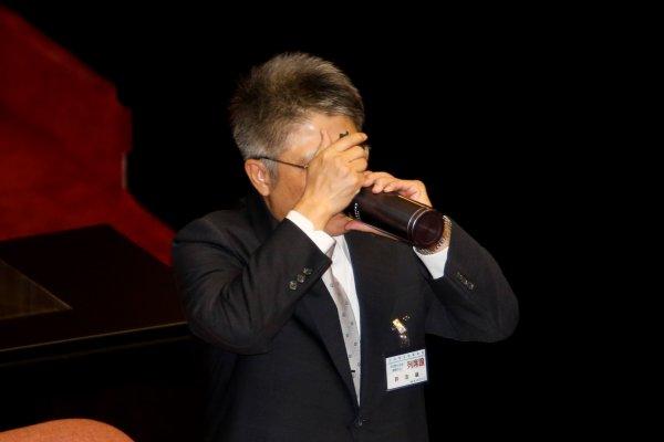 夏珍專欄:不肯違背良心唱國歌 許志雄有病嗎?