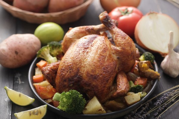 為什麼雞胸肉總是淡而無味?35天速成肉雞秘辛:或許你吃的是模型,不是肉…