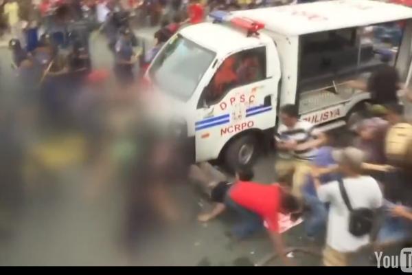 警車瘋狂衝撞輾壓反美示威群眾 菲律賓抗議者怒吼:你們還在做美國走狗!