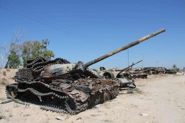 石油大國無盡頭的悲慘命運》利比亞再度瀕臨全面內戰,75歲老軍閥誓師攻向首都!