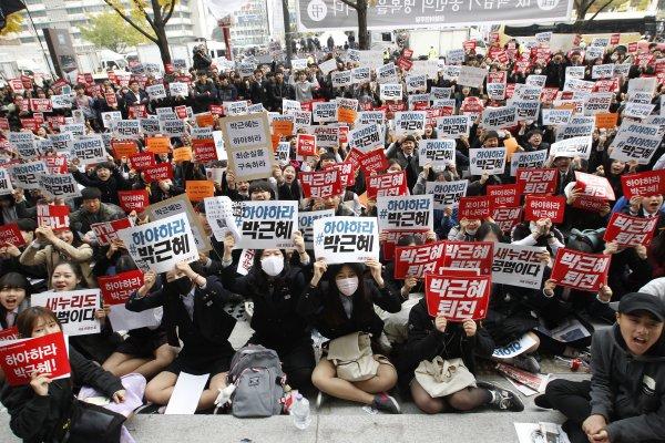 親信門風暴》首爾二十萬人再上街頭 怒吼「朴槿惠下台!」
