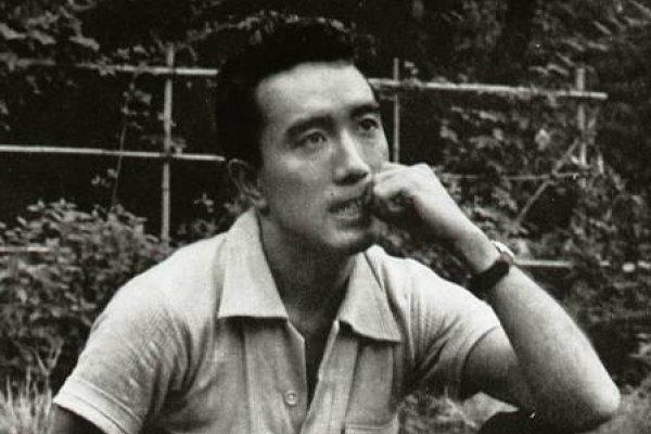 歷史上的今天》11月25日──日本傳奇作家三島由紀夫鼓動政變失敗,切腹自殺