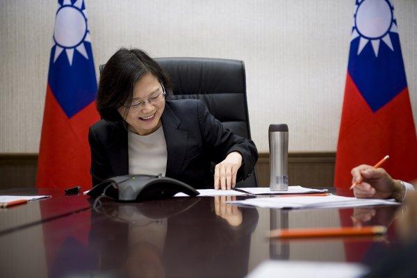 蔡英文與川普通電話惹惱中國?總統府:台美關係與兩岸關係一樣重要、並行不悖