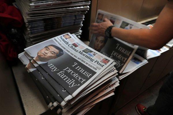 香港特首選戰:少數選民投票產生選舉委員會
