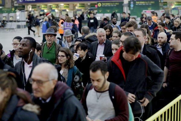 英國20年來影響最大的鐵路罷工!不滿公司提高工作量 逾千駕駛罷工48小時