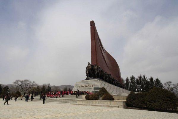 「民族、反人類的特大型挑釁」北韓官媒:脫北者用無人機撞金日成父子銅像