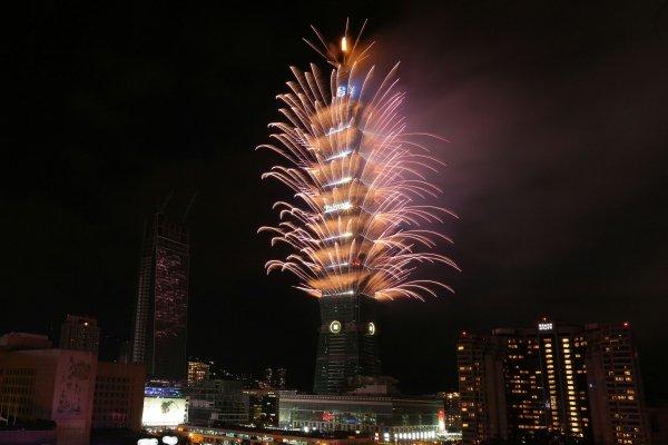 新年快樂!台北101跨年238秒閃耀2017