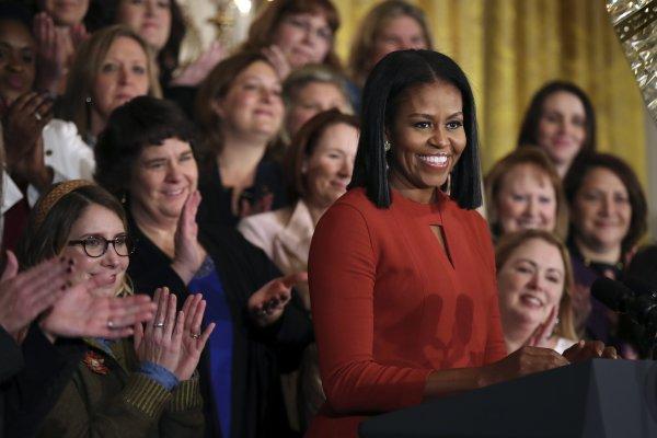 美國第一夫人蜜雪兒的白宮告別演說:擁抱多元,勇敢向前!
