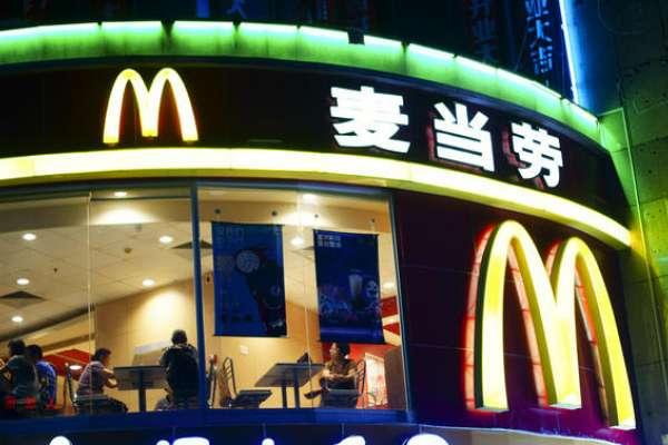 麥當勞廣告國籍寫「台灣」,讓中國網民崩潰了!想抵制又發現不對勁?金拱門不是同家公司