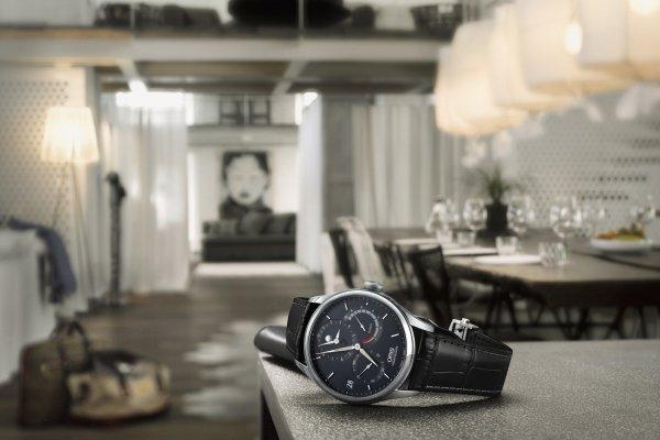 新年新錶現 黑白雙色轉換出晝夜更迭