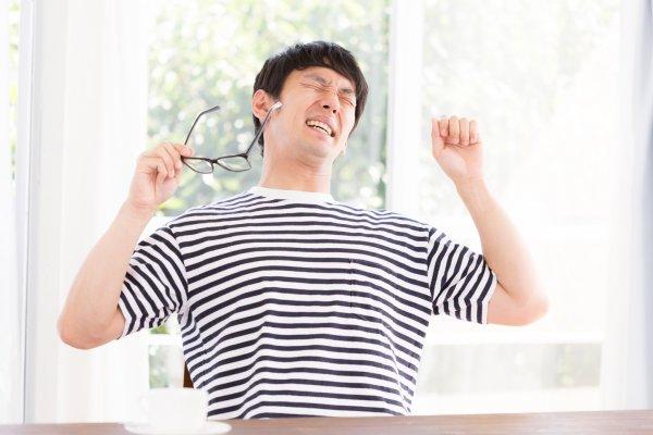 「新增血管」絕對不是件好事!42歲電子工程師眼睛過勞死,醫師呼籲:預防最重要