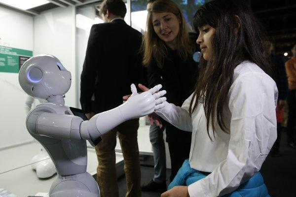 機器人時代即將來臨?英國智庫:25萬英國公務員15年內可能丟掉飯碗