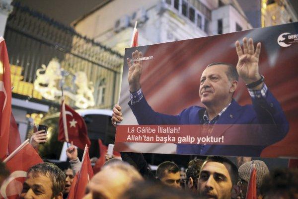 擴權修憲公投在即,外長出國拉票受阻 土耳其總統痛罵荷蘭是「納粹餘孽」