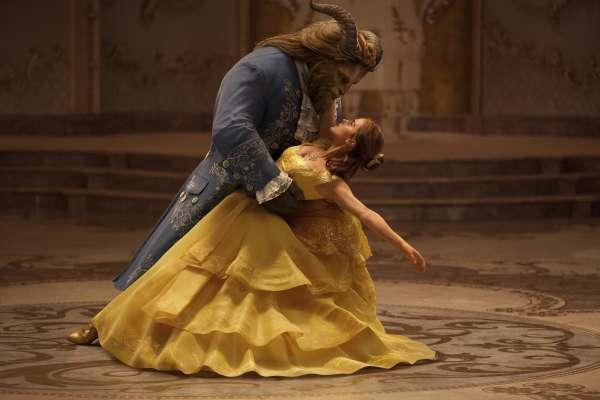 為何貝兒會愛上綁架她的人?從電影《美女與野獸》看愛情裡最值得討論的3大主題