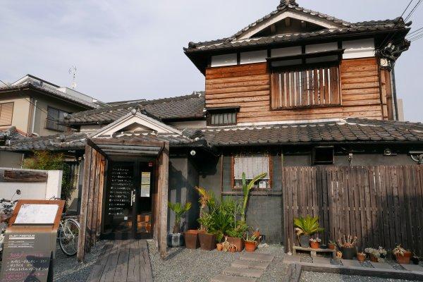 大阪隱藏版去處!內行人才不只去心齋橋,百年老屋改建「cafe百花」更值得造訪啊