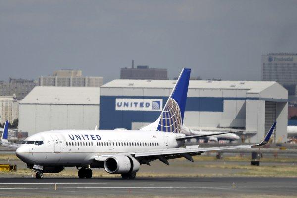 為了飛航安全還是管太多?    美聯航禁止女性穿緊身褲上機惹議