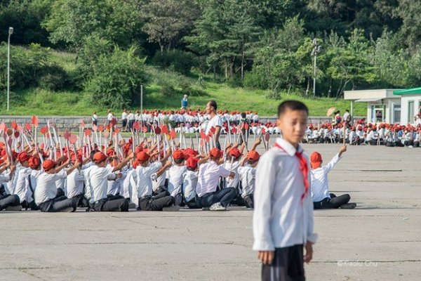 這就是北韓人的日常!她搭上農村開往平壤的火車,16張照片帶全球一窺神祕國度