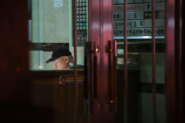台灣最過勞的行業首度公開!別再說他們「整天坐在那裡打瞌睡」了