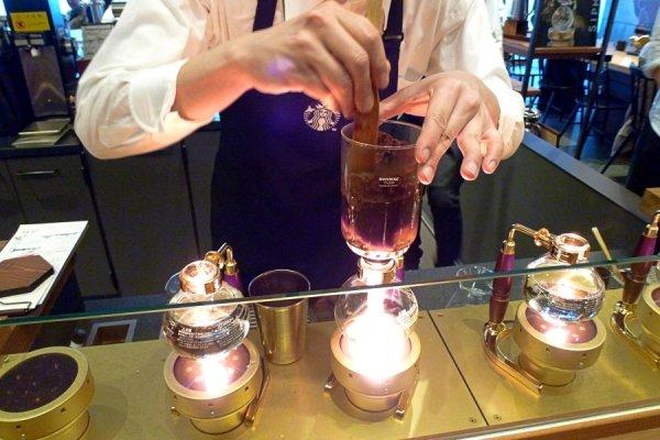 咖啡可以像調酒一樣用「調」的嗎?日本這家星巴克太奢華,讓你去了還想再去!