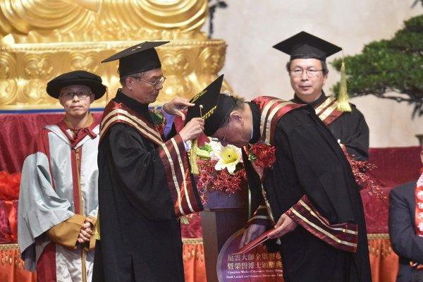 南華大學頒贈鳳凰衛視總裁劉長樂「管理科學榮譽博士」 貢獻傳媒堪為表率