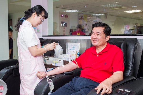 愛心不分藍綠!民進黨秘書長洪耀福呼籲國民黨投票完一同捐血