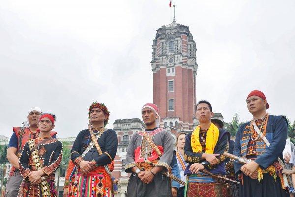 暴雨中遭驅離後重返凱道!原住民青年團體續為傳統領域抗爭