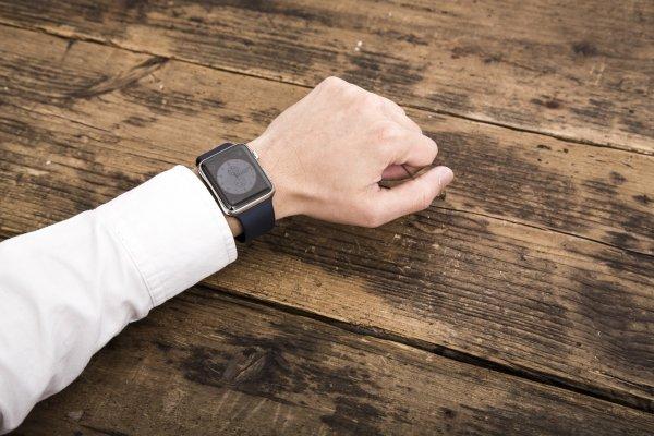 你有「做好表面功夫」的勇氣嗎?就算再忙、趕時間,與人面對面時,拿掉手錶吧…